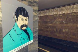 У столичному метро невідомий порізав картини із образами Шевченка