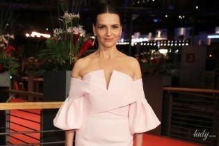 З французьким шармом: Жюльєт Бінош у ніжно-рожевій сукні красувалася на Берлінале-2019