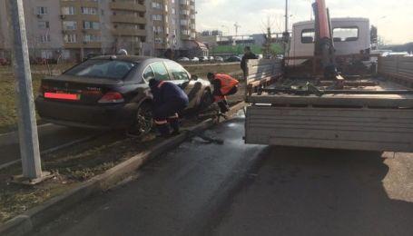 Жнива евакуаторів. У Києві відбуксували 31 автівку за порушення