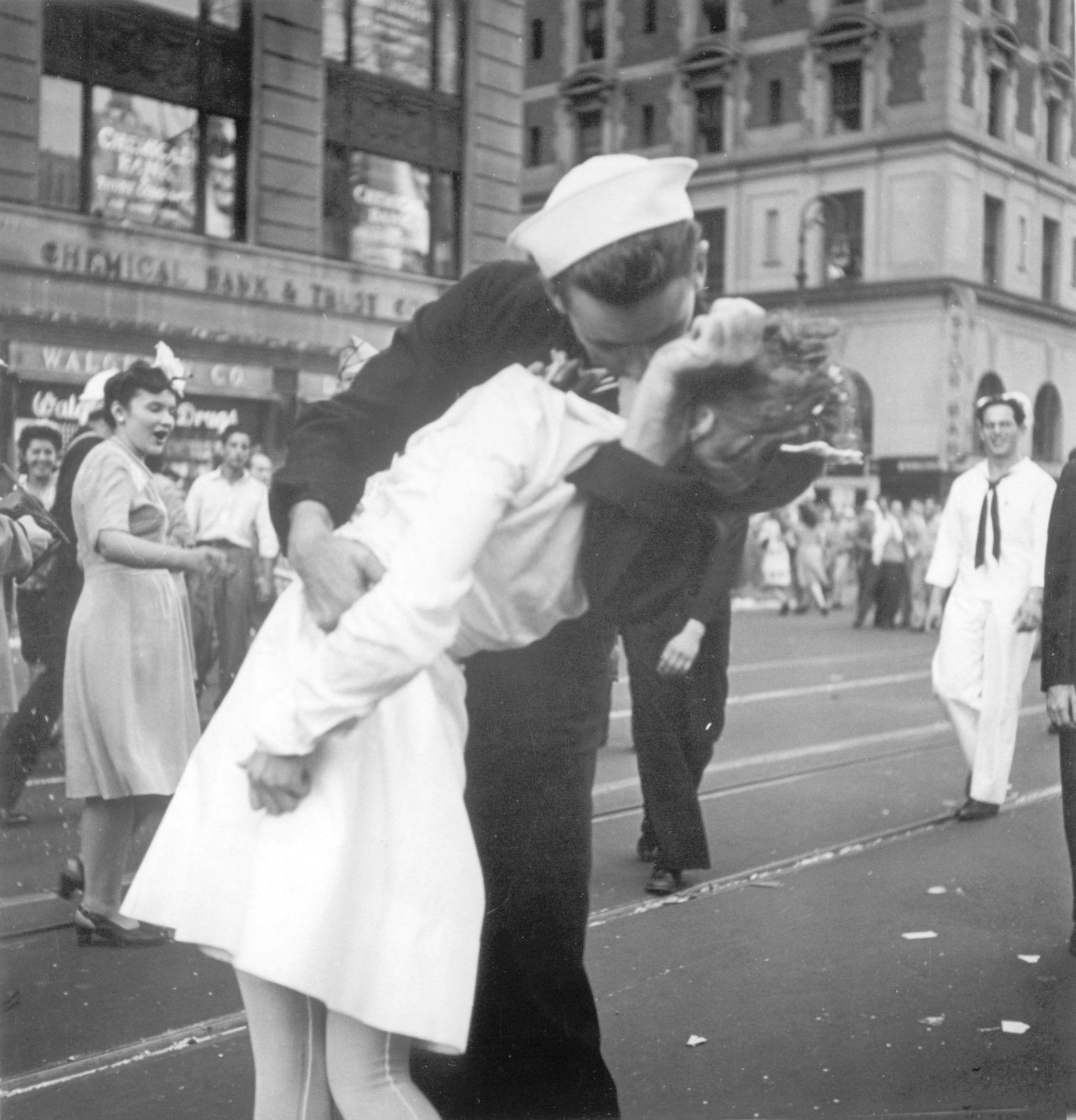 Поцілунок на Таймс-сквер