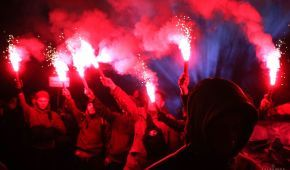 """У Києві сотні активістів прийшли під МВС з акцією """"Бандеро, вставай!"""""""