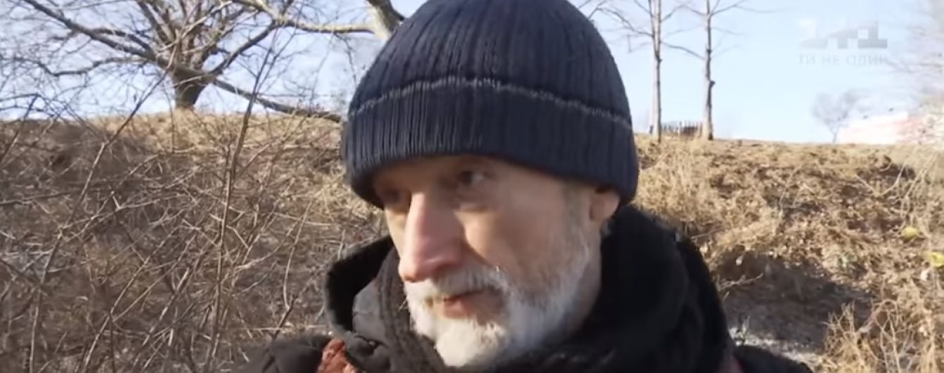 Оболонский Диоген: в Киеве бывший пожарный третий год живет в лачуге на дереве