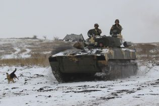 Террористы на Донбассе бьют из артиллерии, три бойца ООС ранены