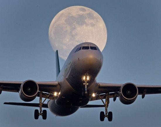 Менша кількість пасажирів і довші злітні смуги. Учені пророкують авіакомпаніям збитки через зміни клімату