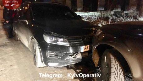 У Києві водій Volkswagen тричі протаранив Audi з дітьми і гамселив її кулаками