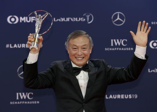 """""""Спортивний момент року"""". Laureus нагородив 70-річного безногого китайця, який підкорив Еверест"""