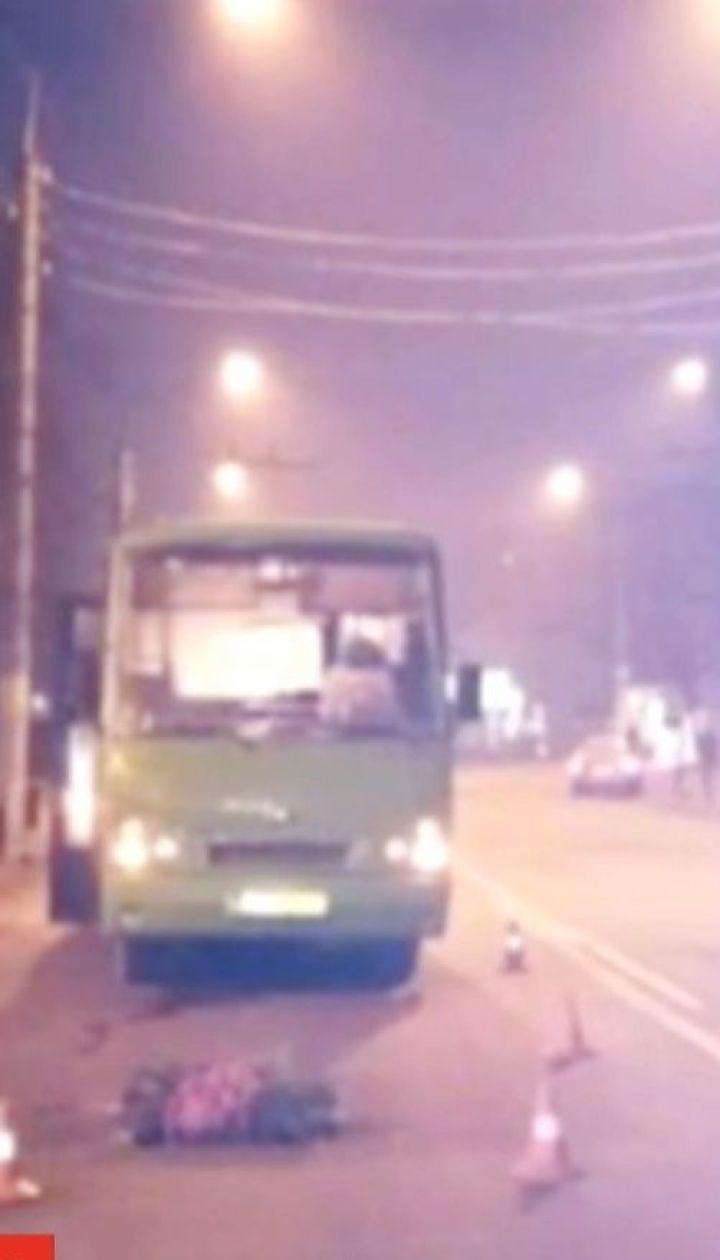 В Черновцах маршрутка сбила женщину на пешеходном переходе
