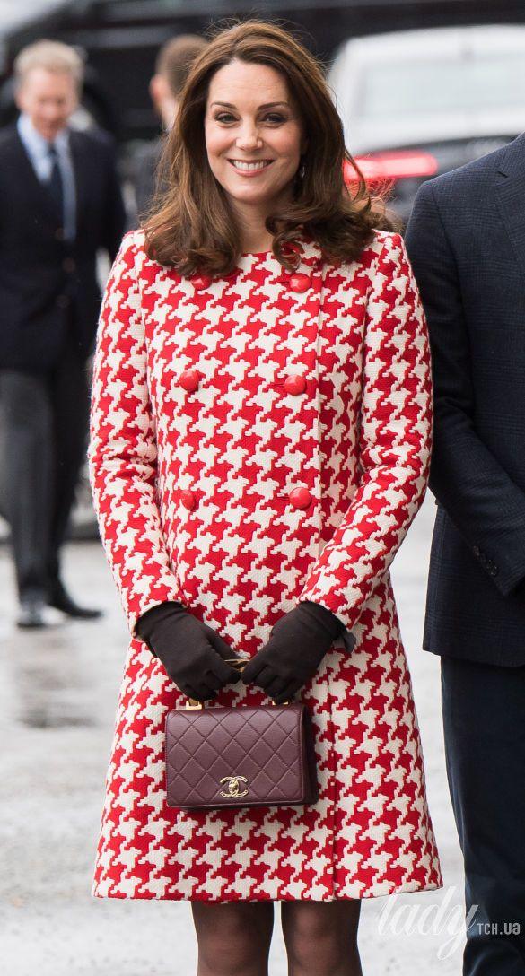 Герцогиня Кембриджская с сумкой Chanel_3