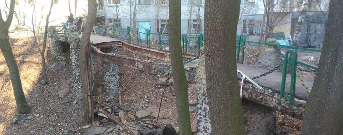 В Киеве обвалился мост возле Института педиатрии