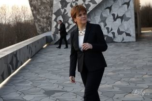 В жакете в горох и красных туфлях: первый министр Шотландии Никола Стерджен сходила в филармонию