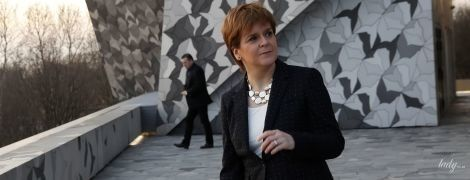 У жакеті в горошок і червоних туфлях: перший міністр Шотландії Нікола Стерджен сходила до філармонії