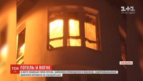 Рятувальники шість годин гасили пожежу в готелі на Львівщині