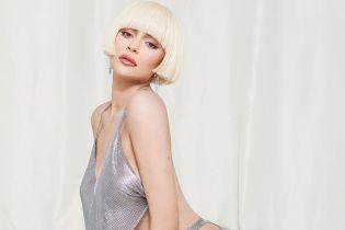 Блондинка Кайли Дженнер поэкспериментировала с прической в стильном фотосете