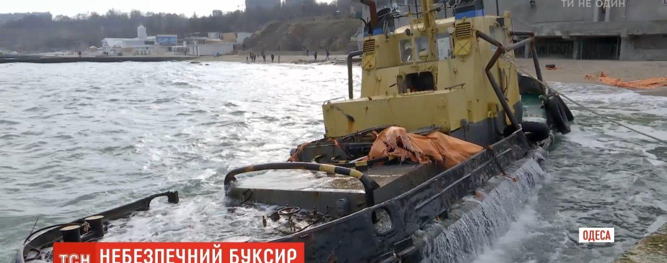 С одесского пляжа наконец уберут буксир контрабандистов