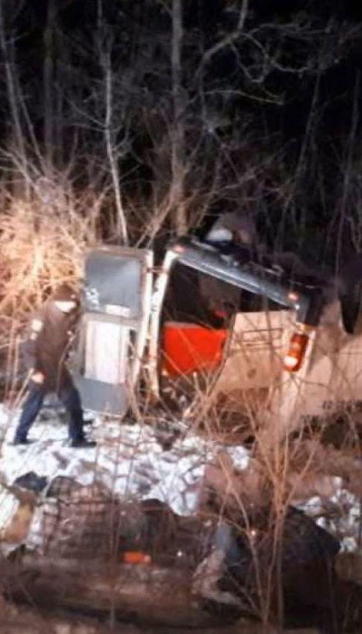 Моторошна аварія на Полтавщині: мікроавтобус вилетів у кювет та перевернувся