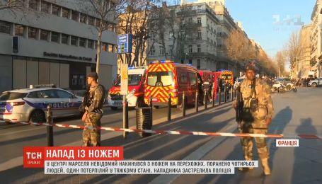 В центре французского Марселя неизвестный набросился с ножом на прохожих