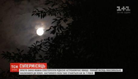 Редкое астрономическое явление: полная Луна максимально приблизилась к Земле