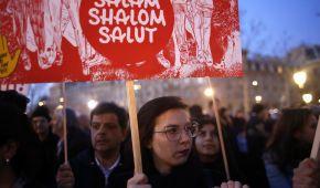 У Франції після наруги над єврейськими могилами тисячі людей вийшли на акції протесту