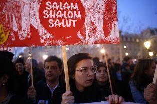 Во Франции после надругательства над еврейскими могилами тысячи людей вышли на акции протеста