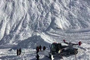 На швейцарском курорте в Альпах лыжников накрыла лавина
