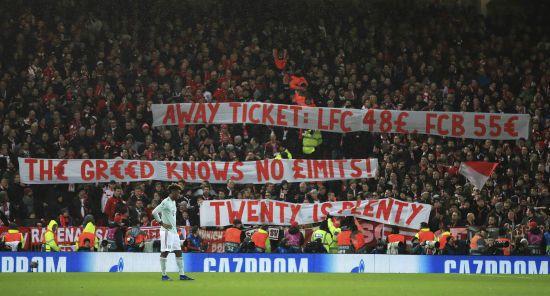 """""""Жадібність не знає меж"""". Фанати """"Баварії"""" у Ліверпулі засудили скажені ціни на футбол"""