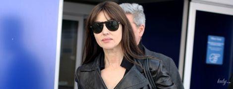 Щось схудла: Моніка Беллуччі в чорному шкіряному пальті приїхала до Мілана
