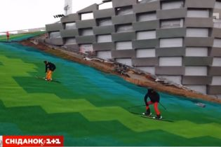 В Дании на крыше мусороперерабатывающего завода открыли горнолыжный склон