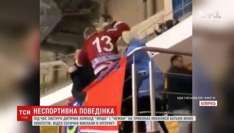 Родители юных хоккеистов в Беларуси подрались прямо во время матча