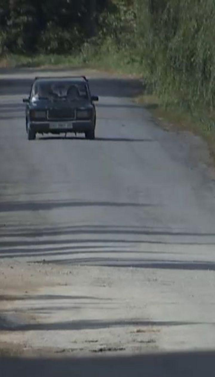 """Кому гроші: на Тернопільщині з'явилася перша """"безкоштовна"""" дорога, яка веде до села генерала СБУ"""