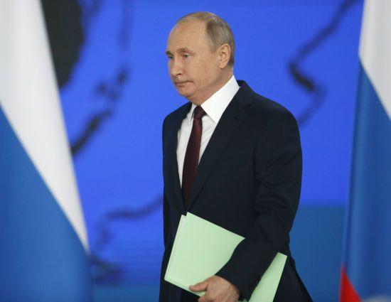 Понад 12% українців позитивно ставляться до Путіна, 40% - загалом до Росії – опитування