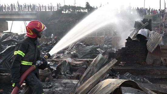 У Бангладеш у страшній пожежі у багатоповерхівці загинули понад півсотні людей