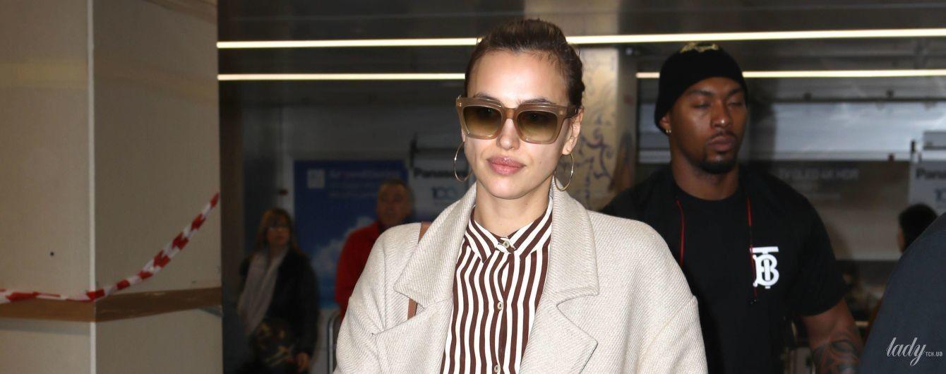 Полосатый рейс: стильная Ирина Шейк прилетела в Милан