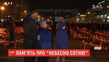 С молитвам и цветами: украинцы почтили память героев Небесной сотни
