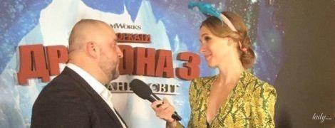 В питоновом костюме и с динозавром на голове: стильная Катя Осадчая на премьере мультфильма