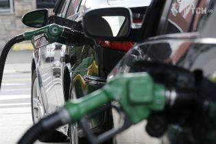 Сколько стоит заправить авто на АЗС утром 25 июня