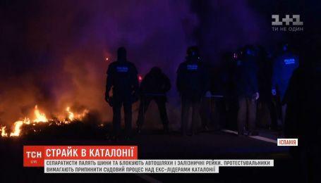 Жгут шины и блокируют дороги: сторонники независимости Каталонии устроили забастовку