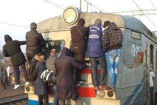 """Заболевшие сотрудники и изношенные вагоны. В """"Киевпасстрансе"""" объяснили причину сбоя работы городской электрички"""