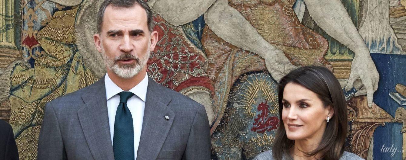 В сером платье и крокодиловых лодочках: королева Летиция посетила церемонию в Мадриде