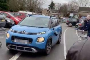 Грабители на Citroen разбили кучу машин на паркинге в Англии