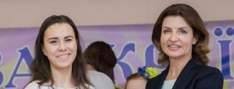 У строгому костюмі й білому топі: діловий образ Марини Порошенко