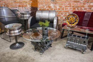 В Ивано-Франковске сломанные моторы и диски мастер превращает в мебель