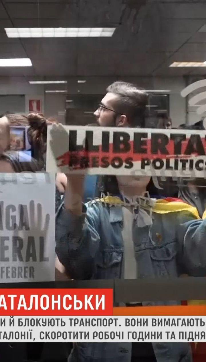 В Испании сторонники независимости Каталонии блокируют дороги и жгут шины