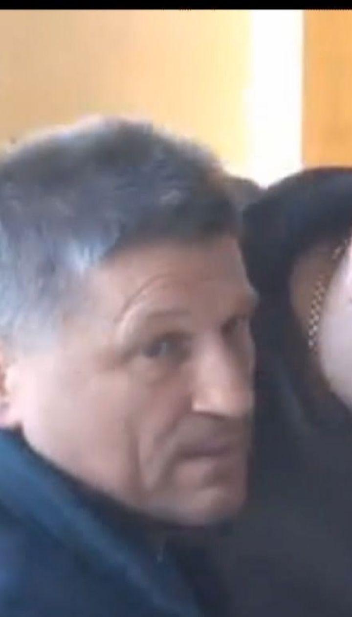 Председателя районного совета Броваров забросали яйцами