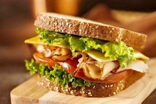 Супрун забраковала в бутербродах колбасу, но посоветовала сало