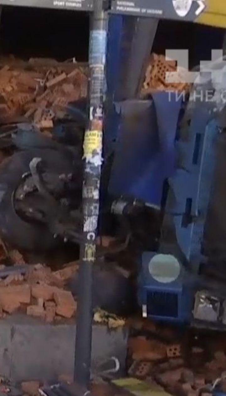На Хрещатику слідчо-оперативна група з'ясовує причини аварії фури