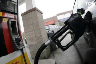 АЗС міняють цінники. Скільки коштує заправити авто на вранці 9 березня
