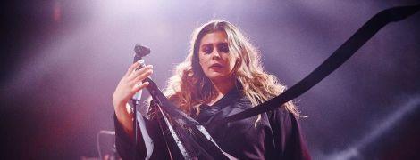 Солистка группы KAZKA показала, как умеет петь вживую