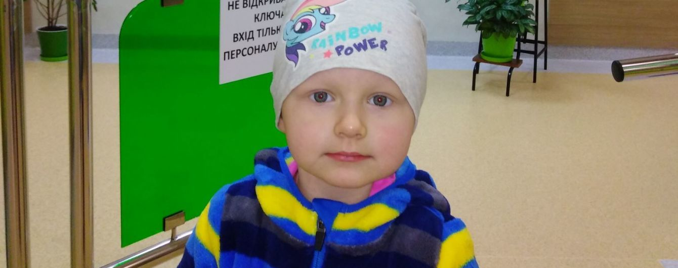 2-летняя Алинка борется с раком, который атаковал ее кости