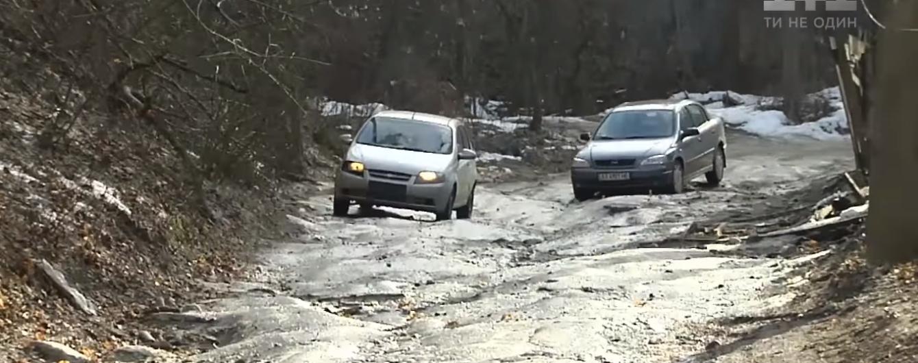 Українське бездоріжжя. Як отримати компенсацію за пошкоджене у вибоїнах авто