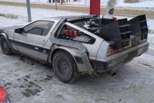 """Копию DeLorean из """"Назад у будущее"""" засняли на шоссе в России"""